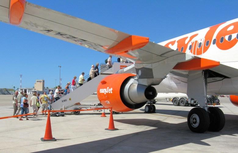 EasyJet A319 Boarding (Adrian Pingstone)
