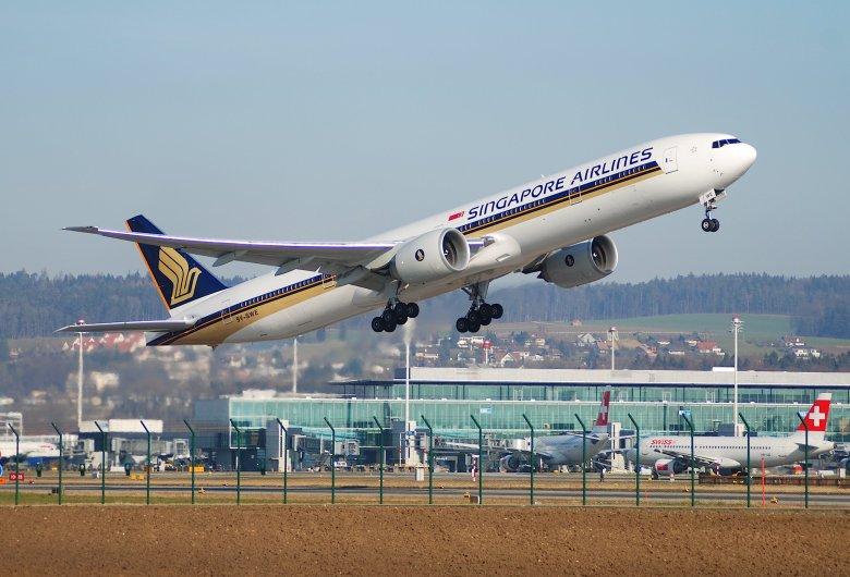 SQ 777 at ZRH (Aero Icarus).jpg
