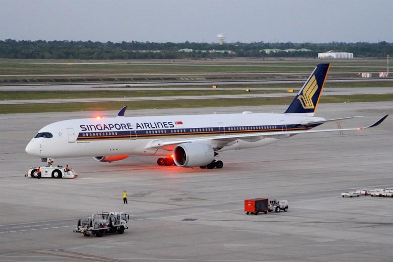 SQ A350 Pushback (Alan Wilson).jpg
