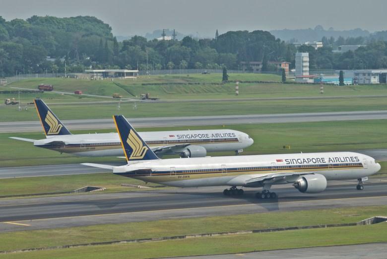 SQ 777 Duo in SIN (Aero Icarus)