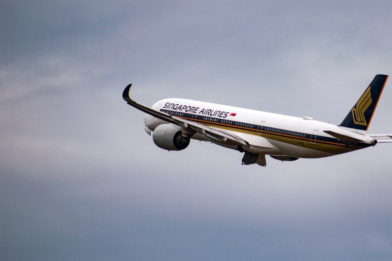 SQ A350 Takeoff (Tim Dennert).jpg