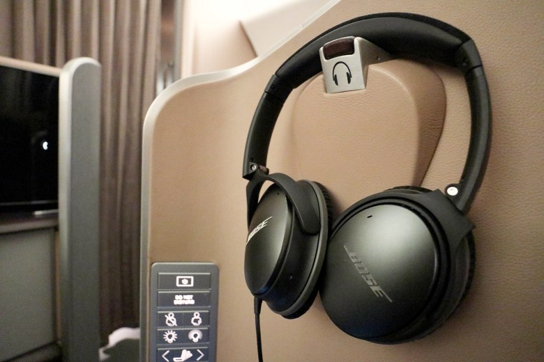 Headphones Holder 2.jpg