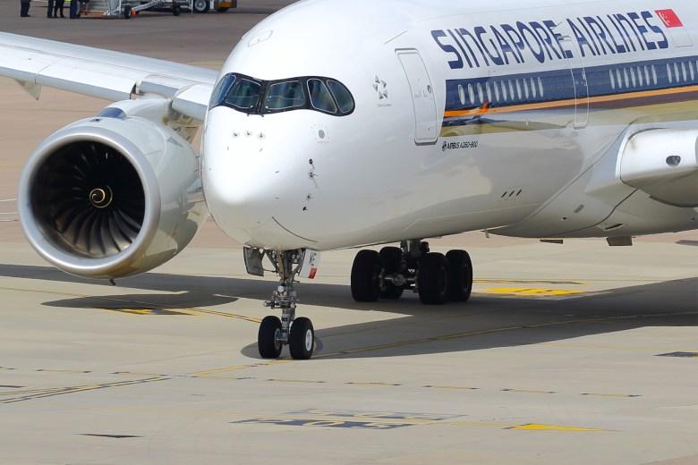 SQ A350 MAN (Transport Pixels).jpg