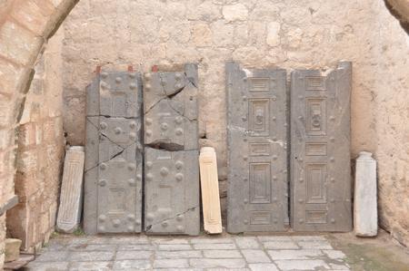 Deuren van rotsgraven, Umm Qays
