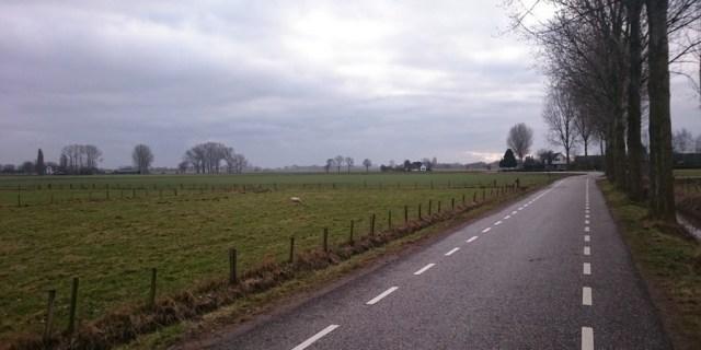 De weg naar Brummen, waar mijn broer een supermarkt heeft