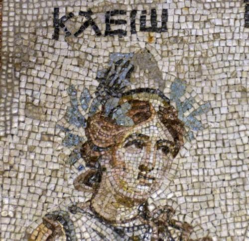 Kleio, de muze van de geschiedschrijving. Mozaïek uit Zeugma, nu in Gazi Antep.
