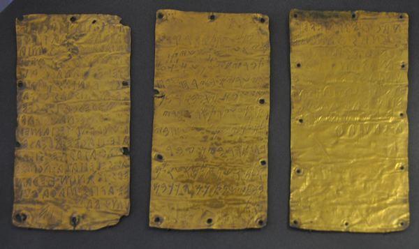 De gouden plaatjes uit Pyrgi (Museo Nazionale Etrusco di Villa Giulia, Rome)
