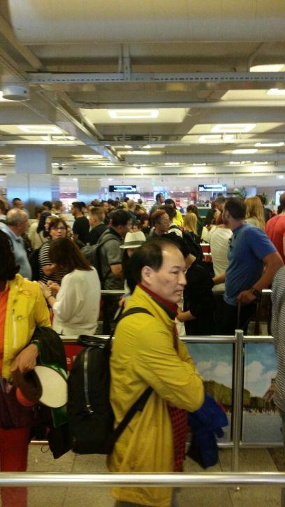 Passport control queues