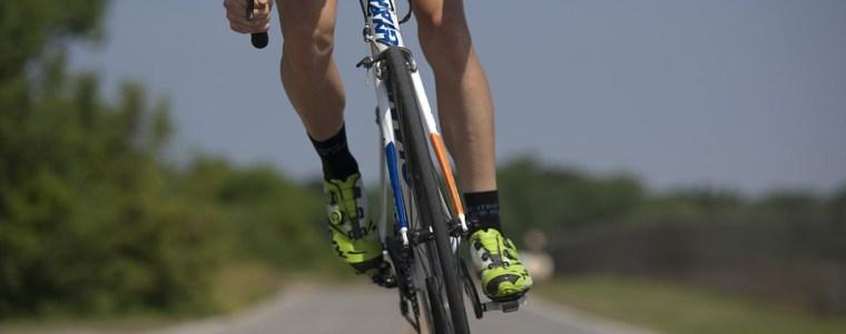 Le Tour d'Eure et Loir passe à la Ferté-Vidame.               12h30: la Caravane