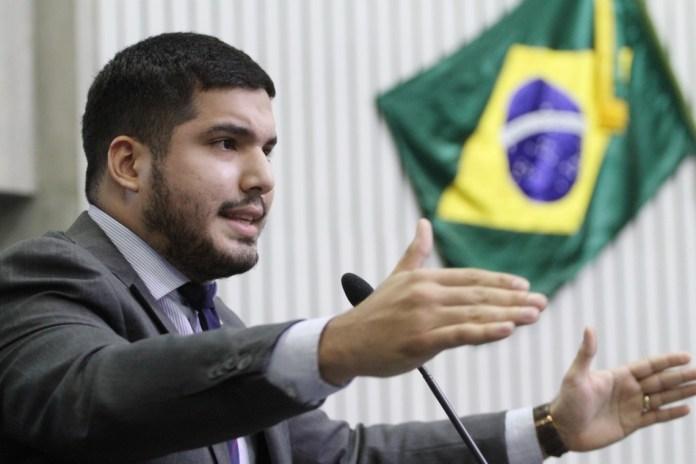 Deputado André Fernandes