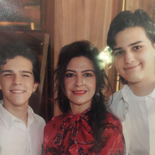 Grayce Leitão junto à família