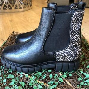 Maruti Tygo Boots in Black