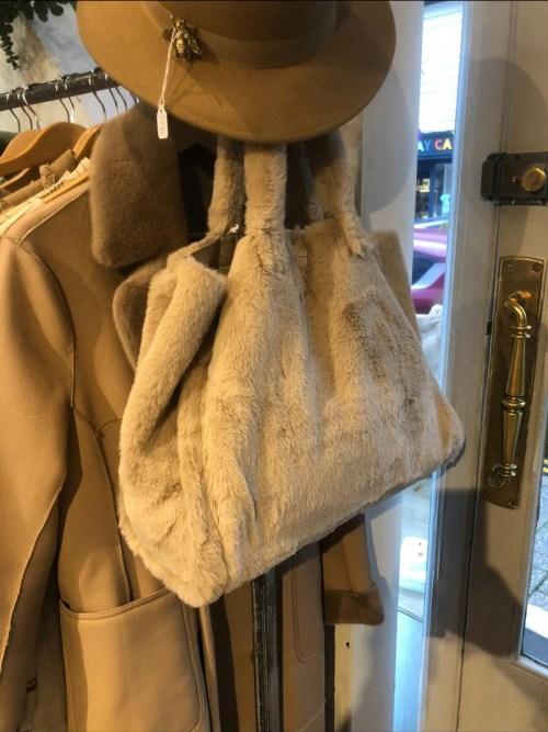 Faux Fur Tote bag in Camelv