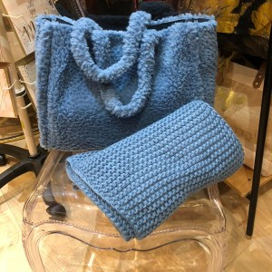 Teddy Faux Fur Tote bag in Blue
