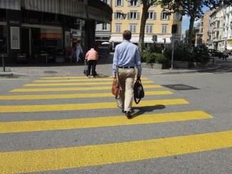 il traverse la rue car pas de mandat exclusif