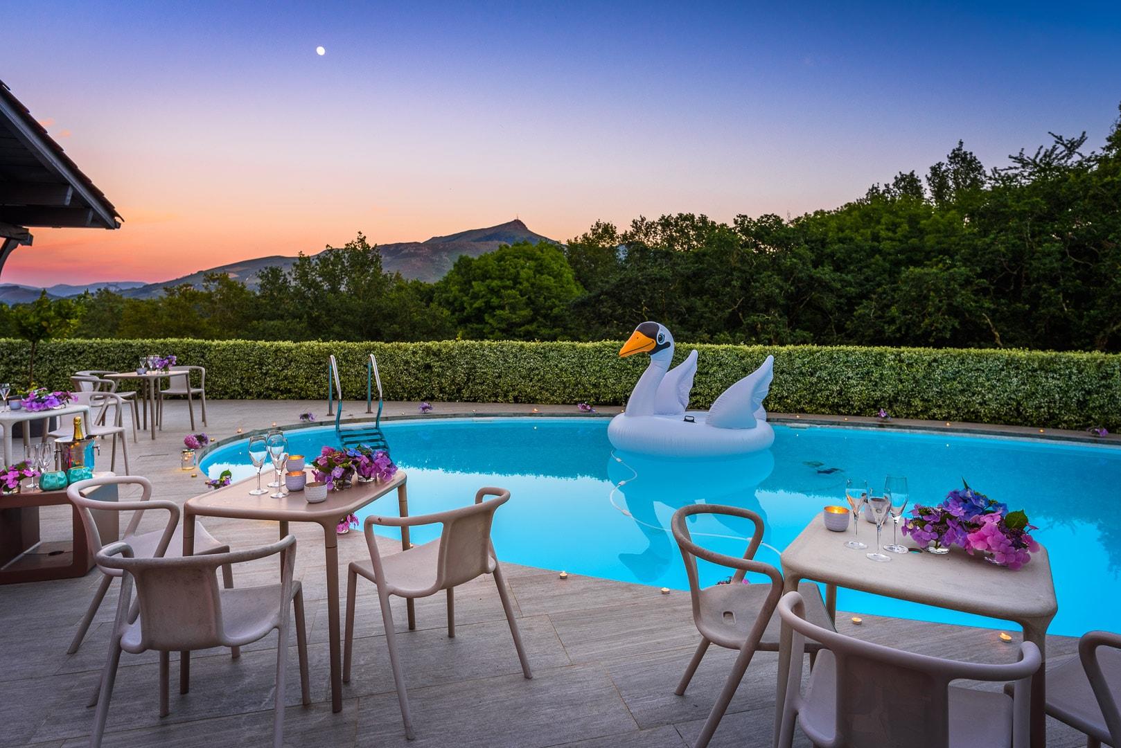 EtxeXuria-piscine coucher de soleil événements