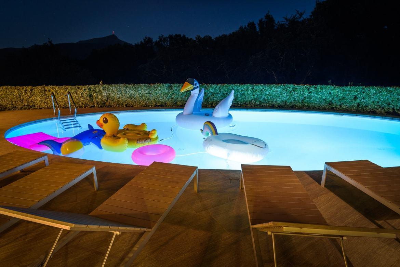 EtxeXuria-piscine vue nuit