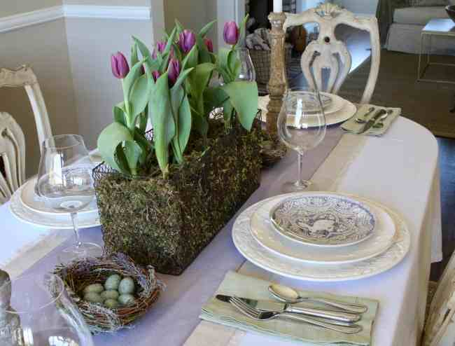 gorgeous-easter-table-tulips