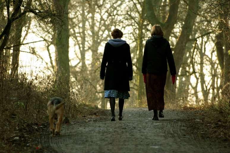 friends-women-walking
