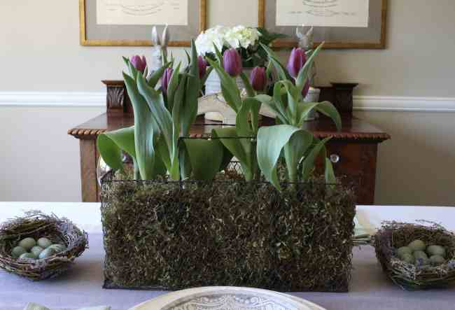 easter-table-purple-tulips