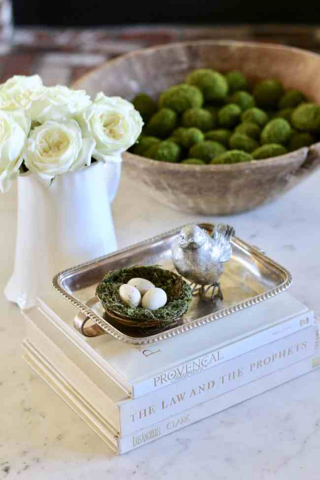 easter-spring-decor-coffee-table