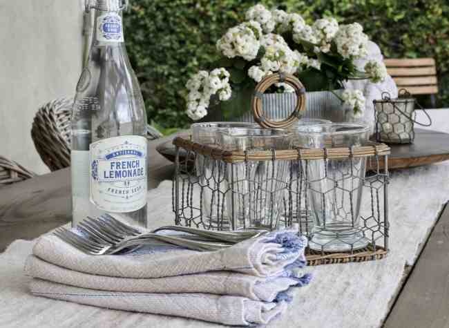 outdoor-space-table-setting