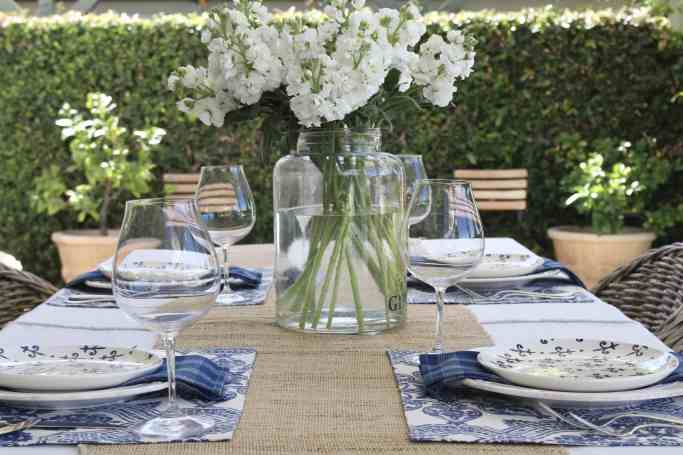 simple-summer-blue-and-white-tablescape-4