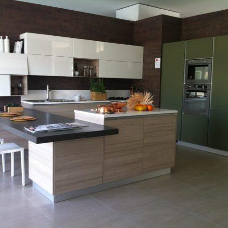 AFFARI- cucina LIBERAMENTE una cucina angolare con tanti materiali ...