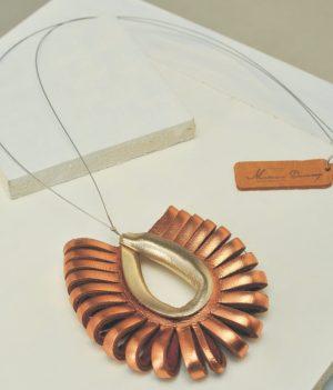 dije tupak de cuero en 2 colores metalizados, cobre y dorado. Maison Domecq