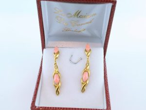 Boucles oreilles en corail rose et plaque or BO-CO-RO-005