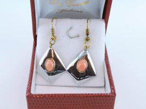 Boucles oreilles en corail rose et plaque or BO-Boucles oreilles en corail rose et plaque or BO-CO-RO-014