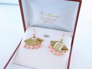 Boucles oreilles en corail rose et plaque or BO-Boucles oreilles en corail rose et plaque or BO-CO-RO-018