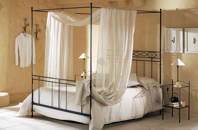 le lit a baldaquin de design moderne