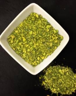 Sur le plan botanique, la pistache est une drupe, à pulpe (mésocarpe) et exocarpe très minces, à noyau sclérifié (endocarpe) contenant une graine unique. Ce sont les cotylédons de cette graine, vert clair, couverts d'une mince pellicule rougeâtre, qui sont comestibles. La pistache peut se consommer crue, comme les amandes, ou grillée. Elle accompagne souvent l'apéritif. On incorpore la pistache aux sauces, aux farces, aux terrines, aux pâtés, à la crème glacée et aux pâtisseries. Elle renferme environ 50 % de matières grasses, composées à 83 % d'acides non saturés, et environ 23 % de protéines et 13 % de glucides. Elle est source de potassium, de cuivre, de magnésium et de fer.