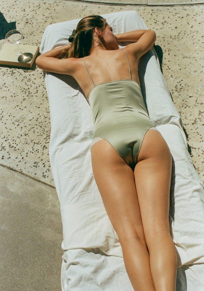 body frida, body satin, body vert amande, body icône, icône lingerie, maison prune