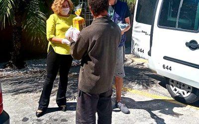Secretaria de Assistência Social distribui lanche e kit de higiene para pessoas em situação de rua