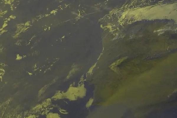 Imagem satélte do IPMA, onde é bem visível o fumo dos incêndios nem Vila de Rei, Sertã e Mação.