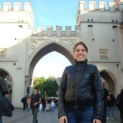Portão Karlstor na praça Karlsplatz em Munique