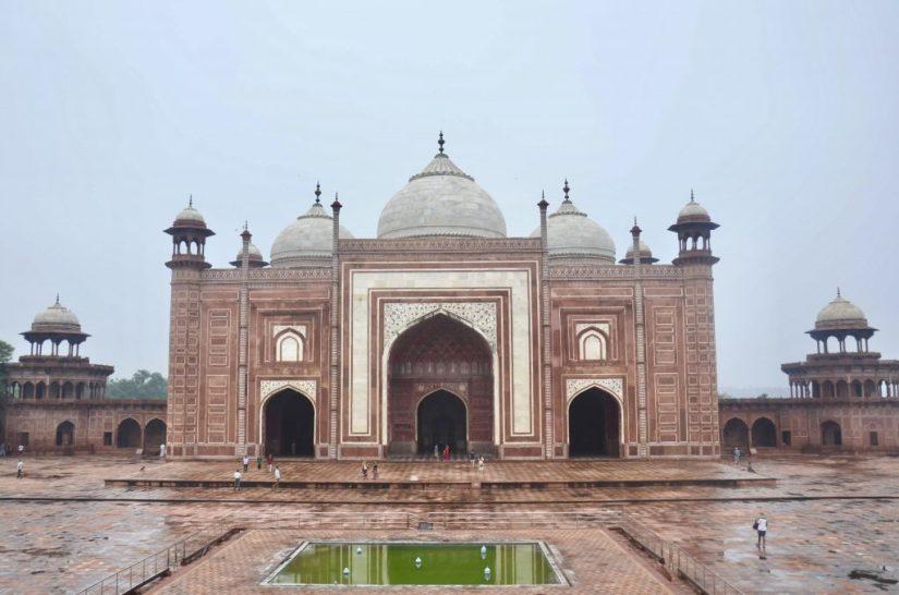 Mesquita ao lado do Taj Mahal