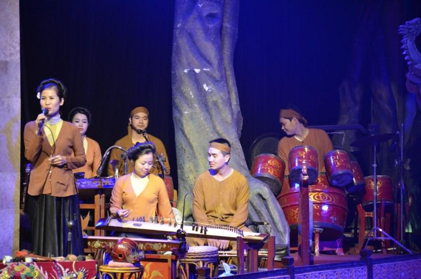 Músicos do teatro Thang Long em Hanoi, Vietnã