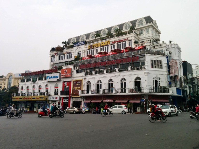 Ruas do centro de Hanoi no Vietnã