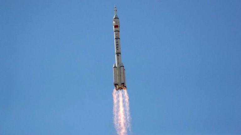 चीनले नयाँ अन्तरिक्ष केन्द्रका लागि तीन अन्तरिक्षयात्री पठायो