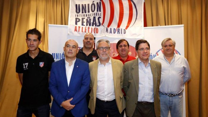 Nuevo éxito de la Peña Godín: presenta en Majadahonda la Unión Internacional de Peñas del Atleti