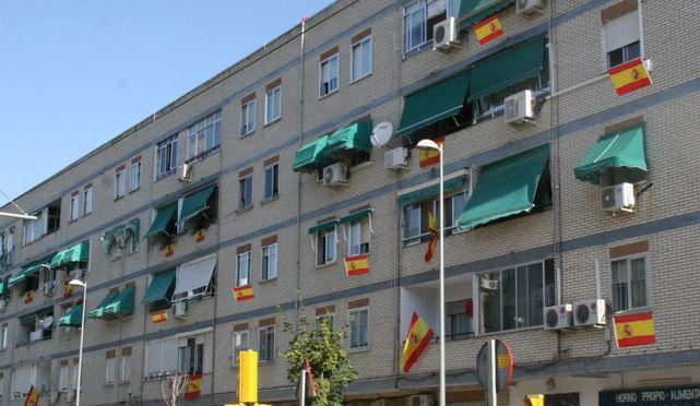 """PP desvela las críticas del PSOE porque los balcones de Majadahonda """"están llenos de banderas"""""""
