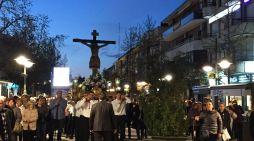 La aplazada procesión de Majadahonda llega a la ermita sorteando maceteros y sin concejales