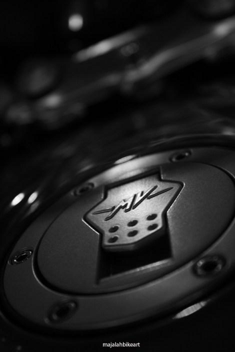 semua part bahkan dgn emblem ori khas MV Agusta..seperti bagian tutup tank ini