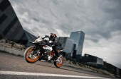 2014-KTM-RC125-In-Action_5
