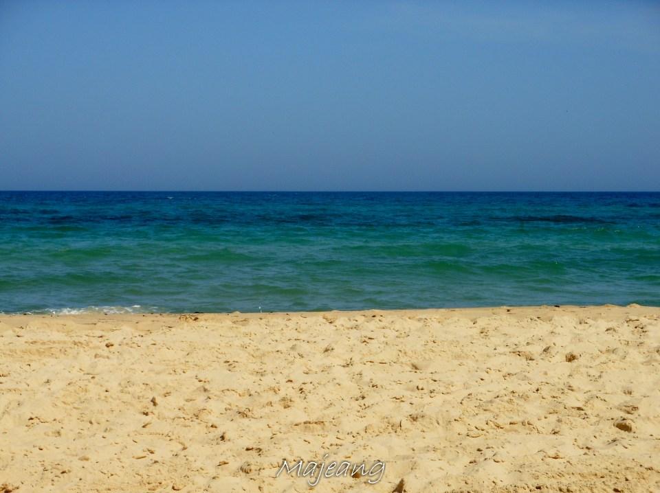 Beach near the Zouk, Visiting Tunisia on www.majeang.com