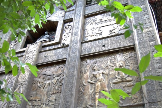 Gangaramaya temple, wall carvings