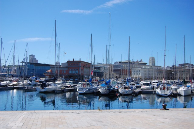 Boat harbour in A Coruna on www.majeang.com